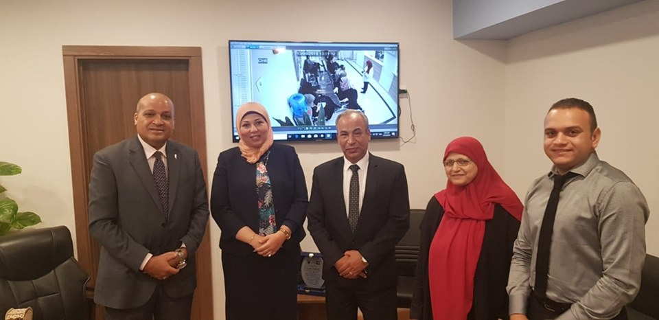 المستشار الثقافي في سفارة فلسطين بالقاهرة يلتقي رئيسة الإدارة المركزية للوافدين